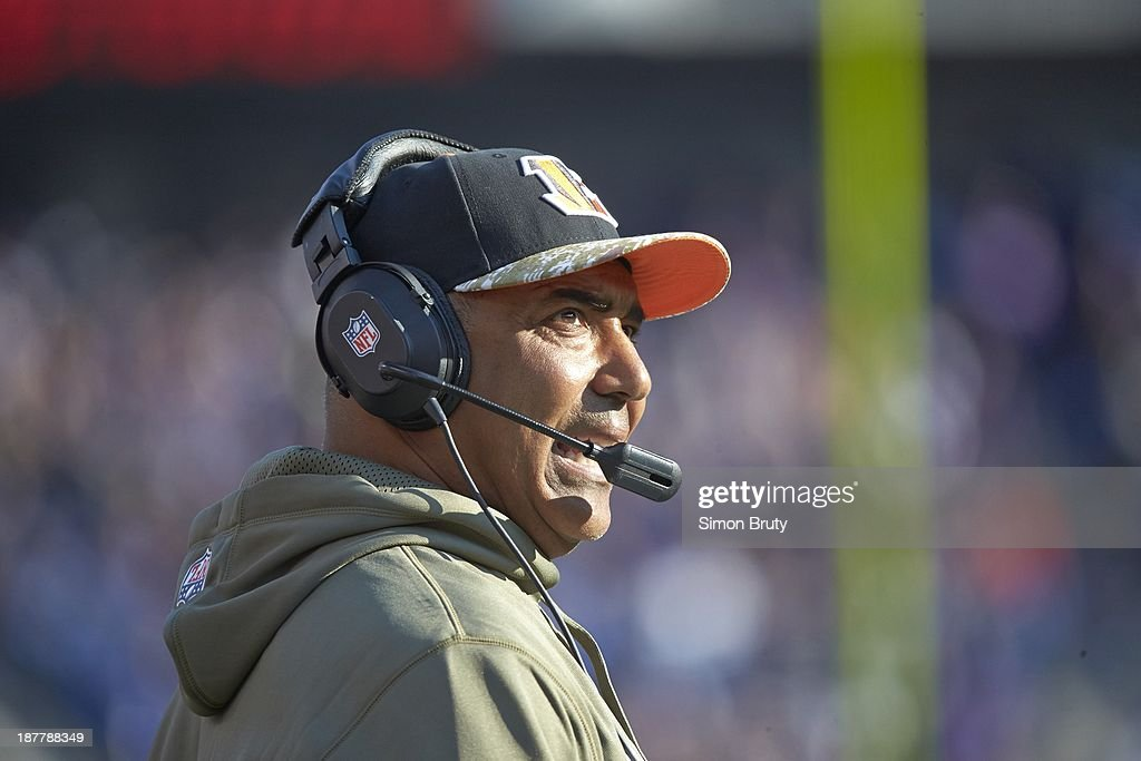 Closeup of Cincinnati Bengals head coach Marvin Lewis on sidelines during game vs Baltimore Ravens at M&T Bank Stadium. Simon Bruty F530 )