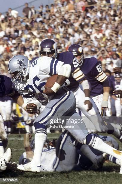 Dallas Cowboys Preston Pearson in action rushing vs Minnesota Vikings Bloomington MN 9/18/1977 CREDIT Heinz Kluetmeier
