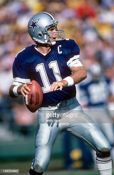 Dallas Cowboys QB Danny White in action vs San Diego Chargers at Jack Murphy Stadium San Diego CA CREDIT Andy Hayt