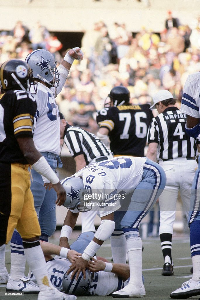 Dallas Cowboys QB <a gi-track='captionPersonalityLinkClicked' href=/galleries/search?phrase=Roger+Staubach&family=editorial&specificpeople=208812 ng-click='$event.stopPropagation()'>Roger Staubach</a> (12) with <a gi-track='captionPersonalityLinkClicked' href=/galleries/search?phrase=Drew+Pearson&family=editorial&specificpeople=226652 ng-click='$event.stopPropagation()'>Drew Pearson</a> (88) after suffering concussion during game vs Pittsburgh Steelers. Pittsburgh, PA