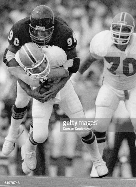 DEC 1 1984 JAN 2 1985 Football Denver Broncos Action Denver VS Chicago