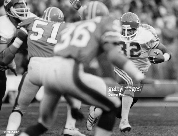 Football Denver Broncos Tony Reed Goes Left Side in 3rd Period far 4yds before being stopped by Swenson Thompson Credit Denver Post