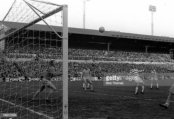 Football England 7th May 1973 Celtic's Kenny Dalglish heads the ball past Leeds goalkeeper Gary Sprake during Jack Charlton's testimonial match at...