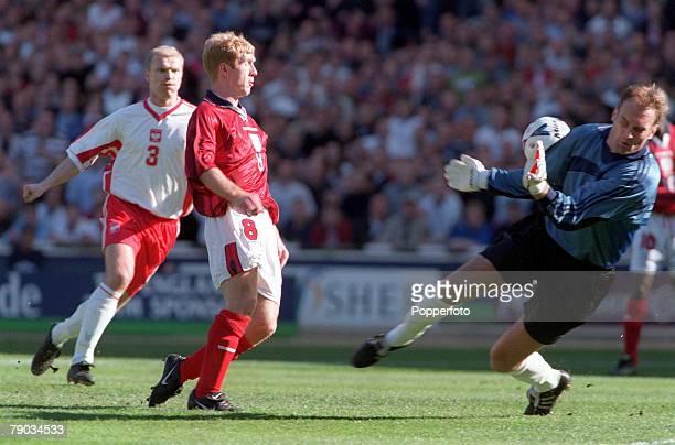 Football European Championships 2000 Qualifier Wembley 27th March England 3 v Poland 1 England's Paul Scholes beats Poland's goalkeeper Adam Matysek...
