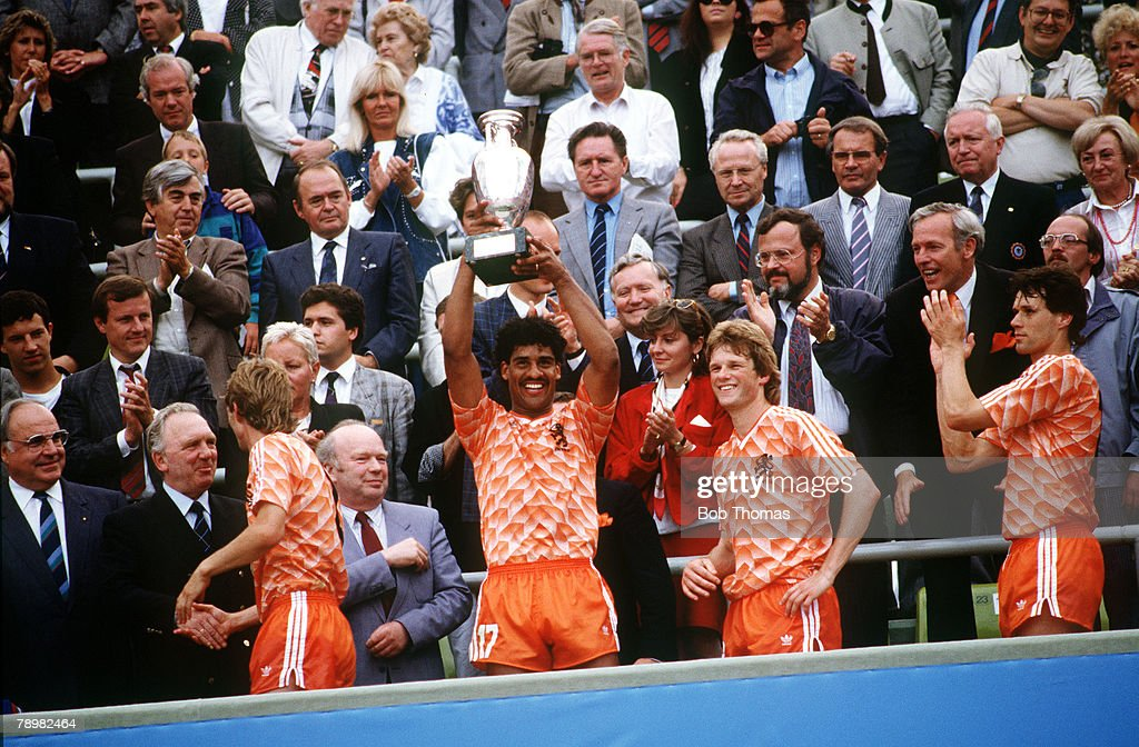 Football, European Championships, Final, Munich, West Germany, 25th June 1988, Holland 2 v USSR 0, Holland's Frank Rijkaard raises the trophy