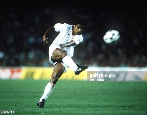Football European Cup Final Nou Camp Barcelona Spain 24th May 1989 AC Milan 4 v Steaua Bucharest 0 AC Milan's Frank Rijkaard