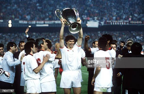 Football European Cup Final Nou Camp Barcelona Spain 24th May 1989 AC Milan 4 v Steaua Bucharest 0 AC Milan's Marco van Basten holds the trophy aloft...