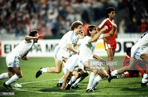 Football European Cup Final Stuttgart West Germany 25th May 1988 Benfica 0 v PSV Eindhoven 0 PSV players celebrate after Hans Van Breukelen saved the...
