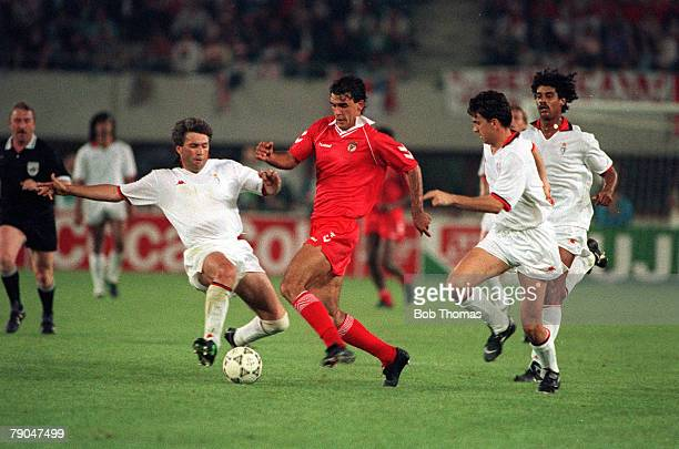 Football European Cup Final Vienna Austria 23rd May 1990 AC Milan 1 v Benfica 0 Benfica's Raymundo Ricardo moves through the AC Milan defence
