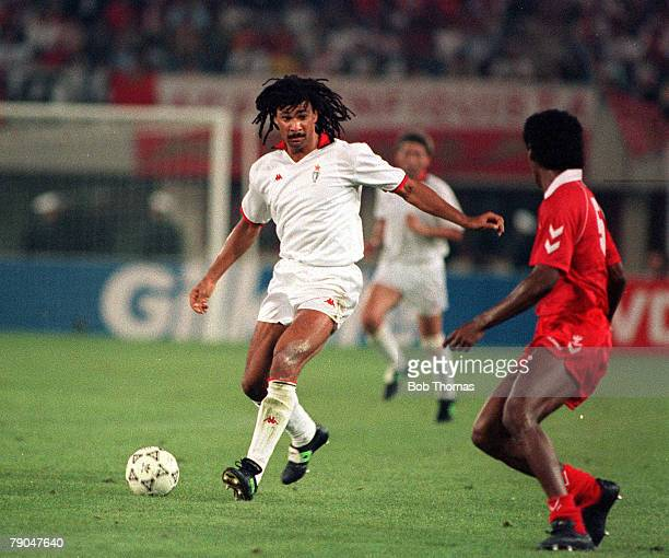 Football European Cup Final Vienna Austria 23rd May 1990 AC Milan 1 v Benfica 0 AC Milan's Ruud Gullit moves forward