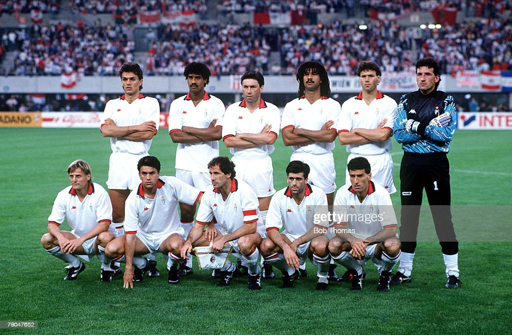 Football European Cup Final Vienna Austria 23rd May 1990 AC Milan 1 v Benfica 0 The AC Milan team line up together for a group photograph Back Row LR...