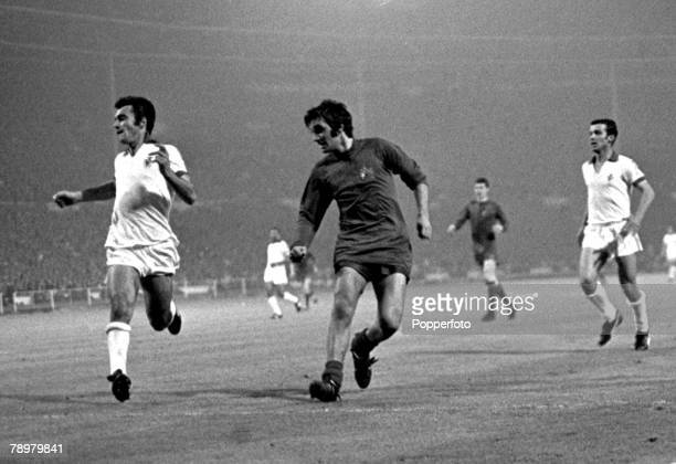 Football European Cup Final Wembley 29th May 1968 Manchester United 4 v Benfica 1 George Best scores Manchester United's 2nd Goal