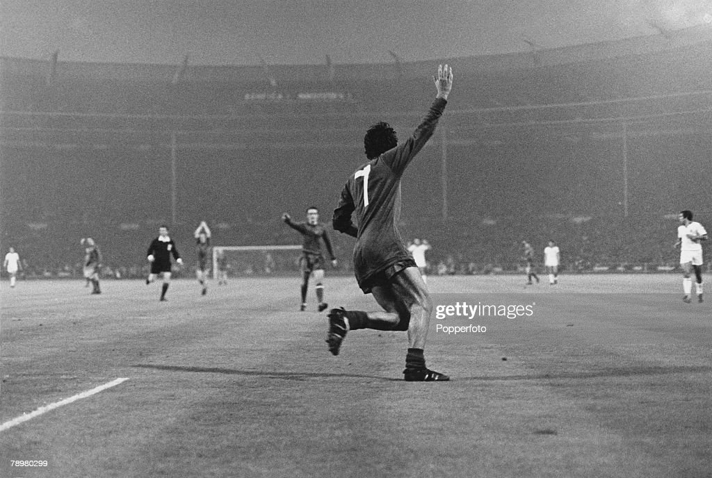 Football European Cup Final Wembley 29th May 1968 Manchester United 4 v Benfica 1 George Best turns to celebrate after scoring Manchester United's...