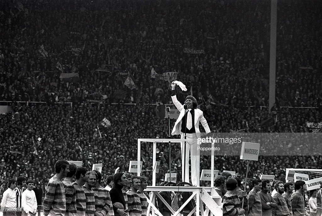 Football FA Cup Final Wembley Stadium London 6th June 1972 Leeds United 1 v Arsenal 0 Pop star Tommy Steele conducts singing at the Arsenal v Leeds...