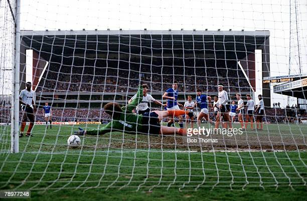 Football FA Cup SemiFinal Villa Park Birmingham13th April 1986 Everton 2 v Luton Town 1 Everton's Kevin Sheedy equalizes with a shot through a...