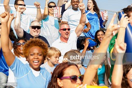 サッカー愛好家のお客様には、チームの応援にスポーツイベントを演出いたします。スタジアムます。