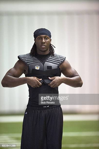 Feature Portrait of Atlanta Falcons Roddy White during workout at training camp photo shoot Flowery Branch GA CREDIT Bob Rosato