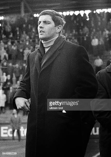 Football Germany Bundesliga 1968/1969 Borussia Moenchengladbach versus Eintracht Frankfurt 23 Boekelberg Stadium coach Frankfurt coach Erich Ribbeck