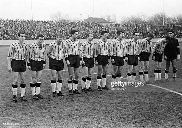Football Germany Regionalliga West 1965/1966 Niederrhein Stadium in Oberhausen RotWeiss Oberhausen versus Alemannia AixLaChapelle 23 team photograph...