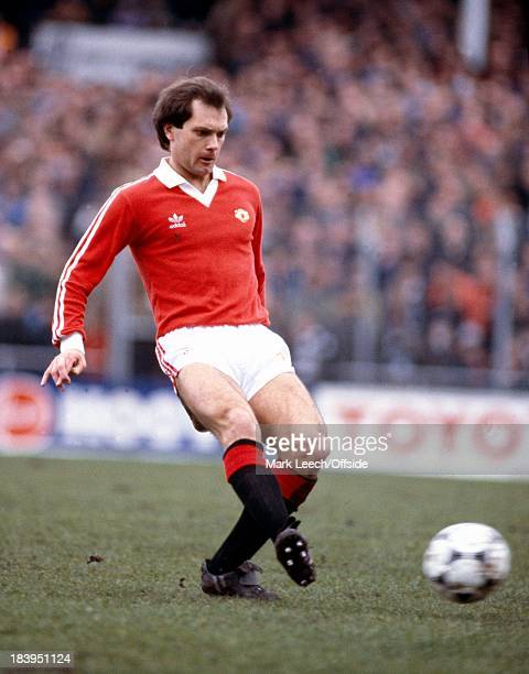 Football League Division1 Notts County v Manchester United Ray Wilkins passes the ball