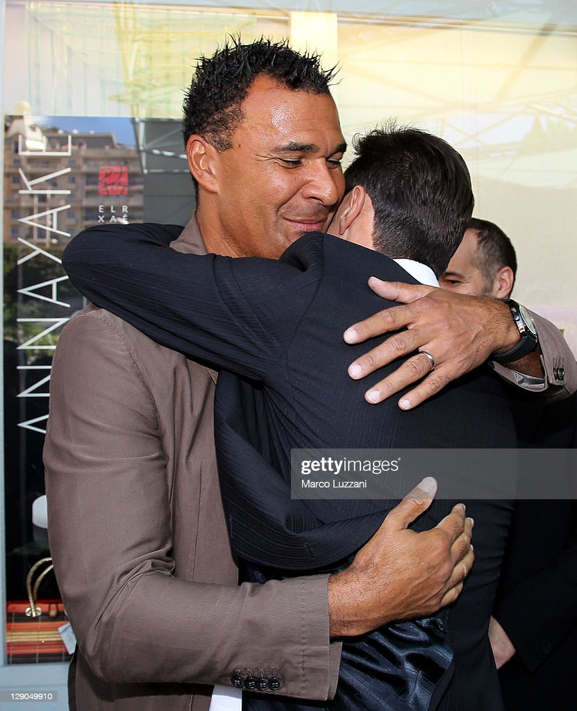 Football legend <a gi-track='captionPersonalityLinkClicked' href=/galleries/search?phrase=Ruud+Gullit&family=editorial&specificpeople=2104975 ng-click='$event.stopPropagation()'>Ruud Gullit</a> and <a gi-track='captionPersonalityLinkClicked' href=/galleries/search?phrase=Javier+Zanetti&family=editorial&specificpeople=206966 ng-click='$event.stopPropagation()'>Javier Zanetti</a> visit the Champions Promenade on October 10, 2011 in Monaco, Monaco.