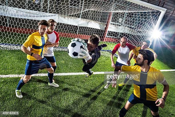 match de Football au stadium: Gardien de but économisez