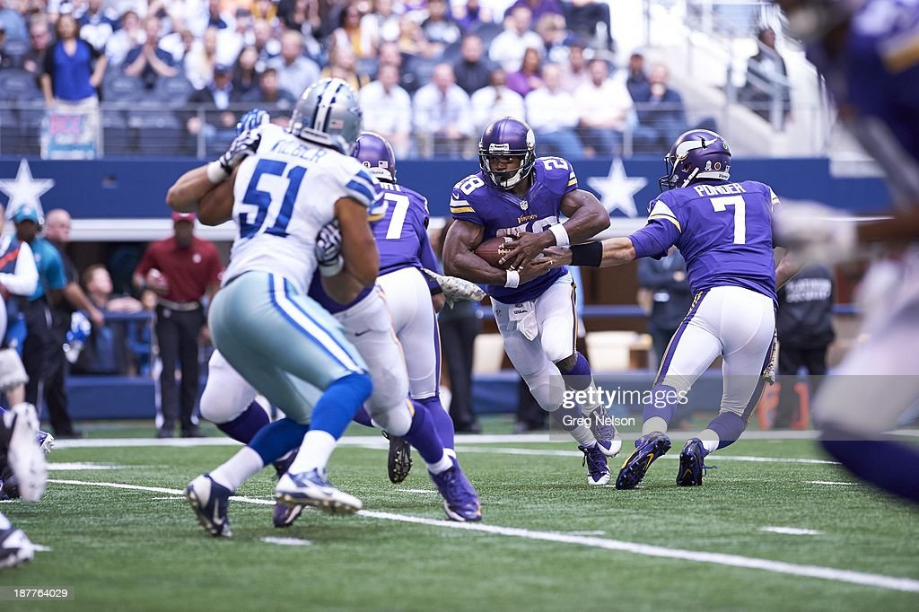 Minnesota Vikings Adrian Peterson (28) in action, rushing vs Dallas Cowboys at AT&T Stadium. Greg Nelson F35 )