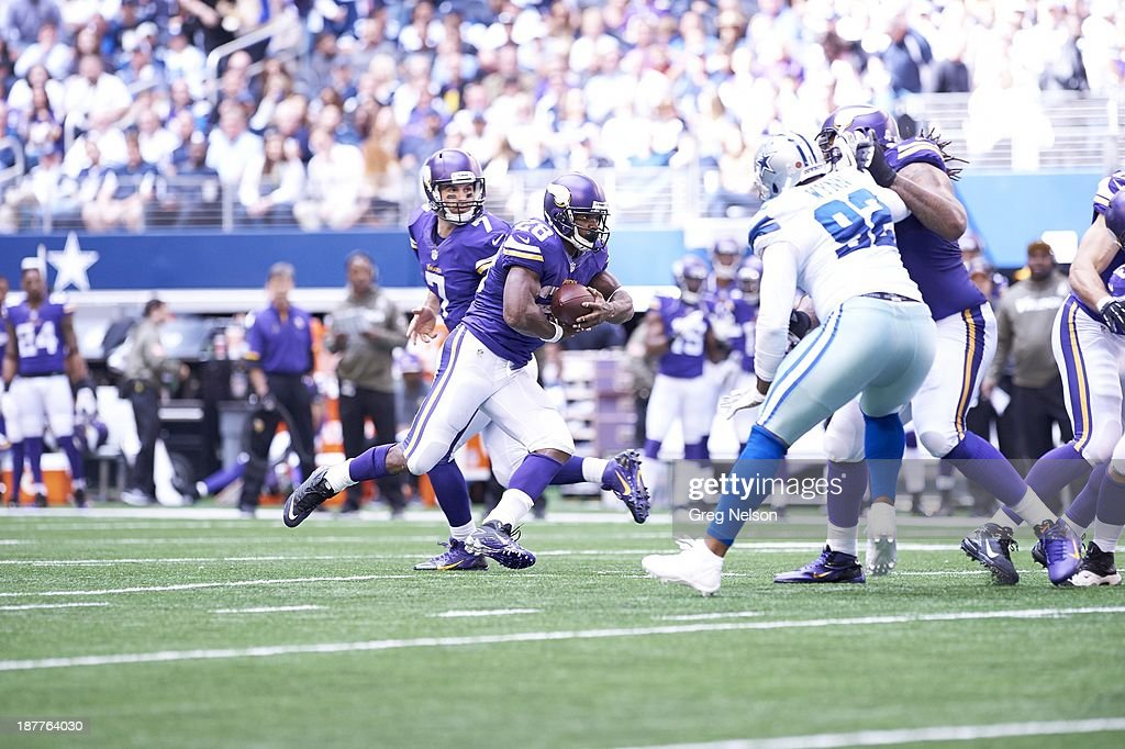 Minnesota Vikings Adrian Peterson (28) in action, rushing vs Dallas Cowboys at AT&T Stadium. Greg Nelson F74 )