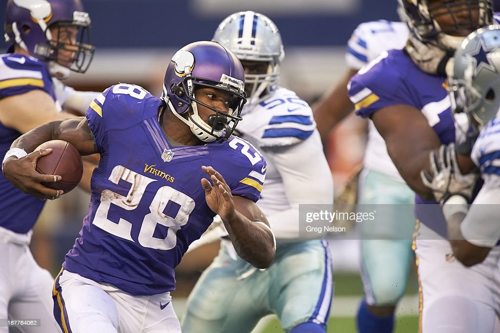 Minnesota Vikings Adrian Peterson (28) in action, rushing vs Dallas Cowboys at AT&T Stadium. Greg Nelson F289 )