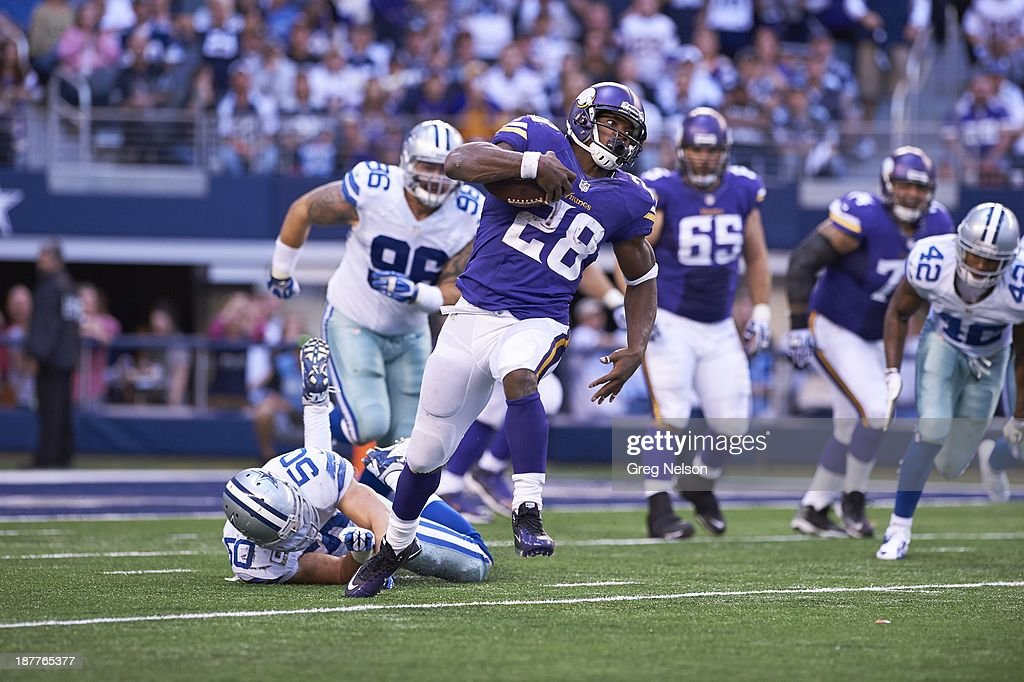 Minnesota Vikings Adrian Peterson (28) in action, rushing vs Dallas Cowboys at AT&T Stadium. Greg Nelson F12 )