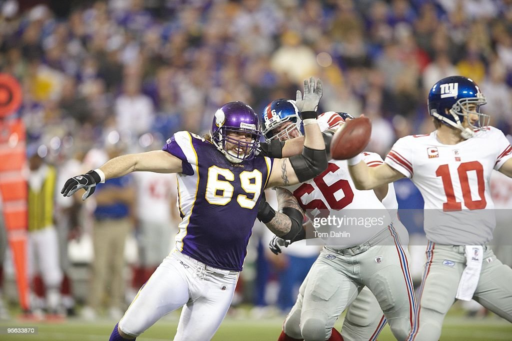 Minnesota Vikings <a gi-track='captionPersonalityLinkClicked' href=/galleries/search?phrase=Jared+Allen&family=editorial&specificpeople=239098 ng-click='$event.stopPropagation()'>Jared Allen</a> (69) in action vs New York Giants. Minneapolis, MN 1/3/2010