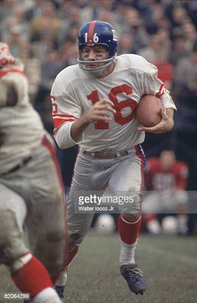 New York Giants Frank Gifford in action rushing in action vs St Louis Cardinals St Louis MO 11/3/1963 CREDIT Walter Iooss Jr