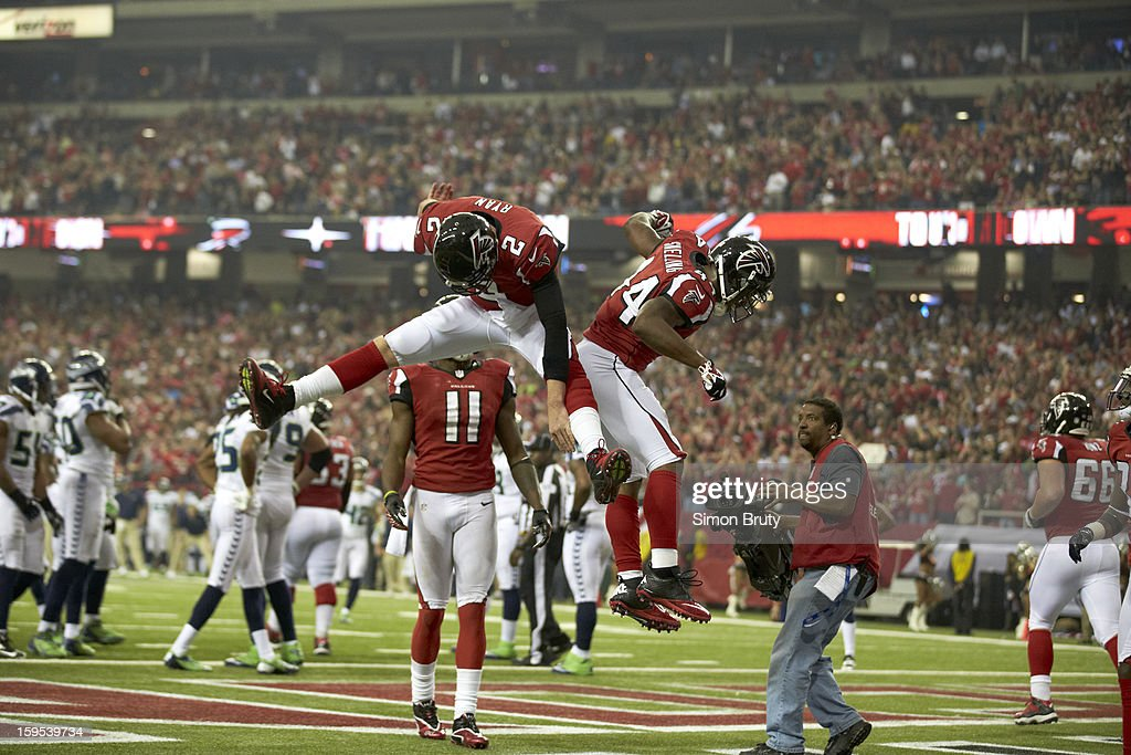 Atlanta Falcons Jason Snelling (44) victorious with QB Matt Ryan (2) after scoring touchdown vs Seattle Seahawks at Georgia Dome. Simon Bruty F32 )