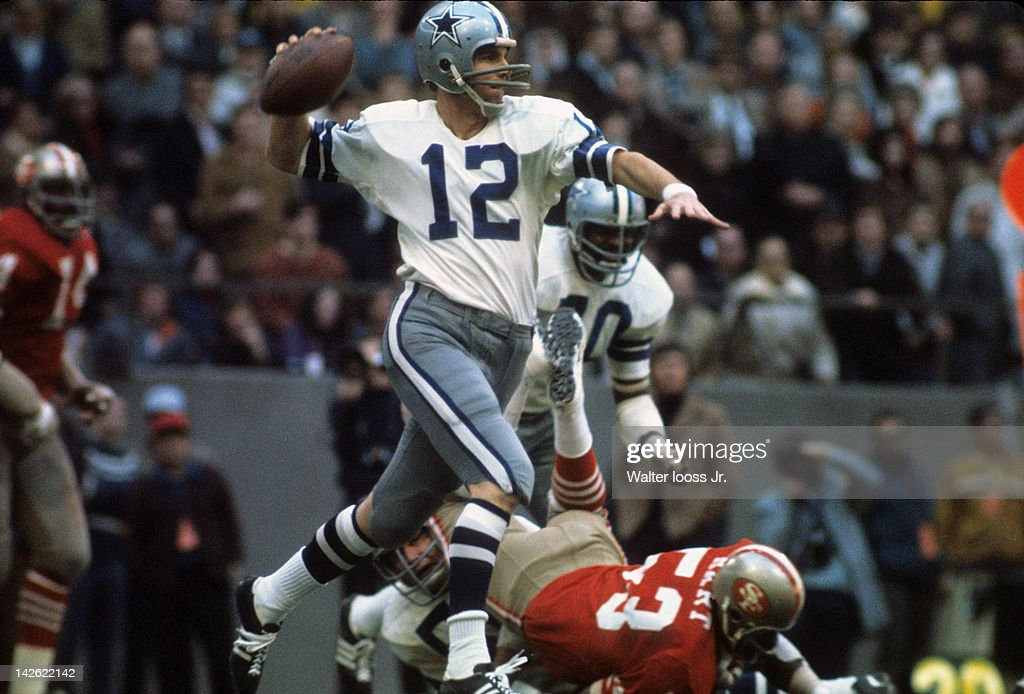 Dallas Cowboys QB <a gi-track='captionPersonalityLinkClicked' href=/galleries/search?phrase=Roger+Staubach&family=editorial&specificpeople=208812 ng-click='$event.stopPropagation()'>Roger Staubach</a> (12) in action vs San Francisco 49ers at Texas Staduim. Walter Iooss Jr. F28 )