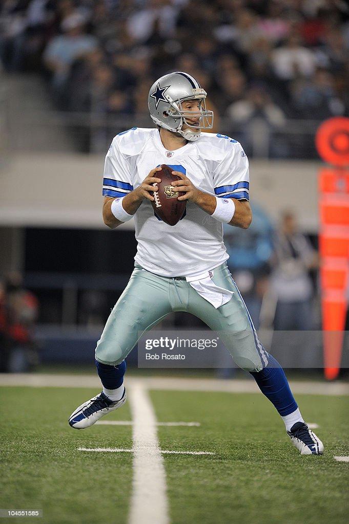 Dallas Cowboys QB <a gi-track='captionPersonalityLinkClicked' href=/galleries/search?phrase=Tony+Romo&family=editorial&specificpeople=756503 ng-click='$event.stopPropagation()'>Tony Romo</a> (9) in action vs Philadelphia Eagles. Arlington, TX 1/9/2010