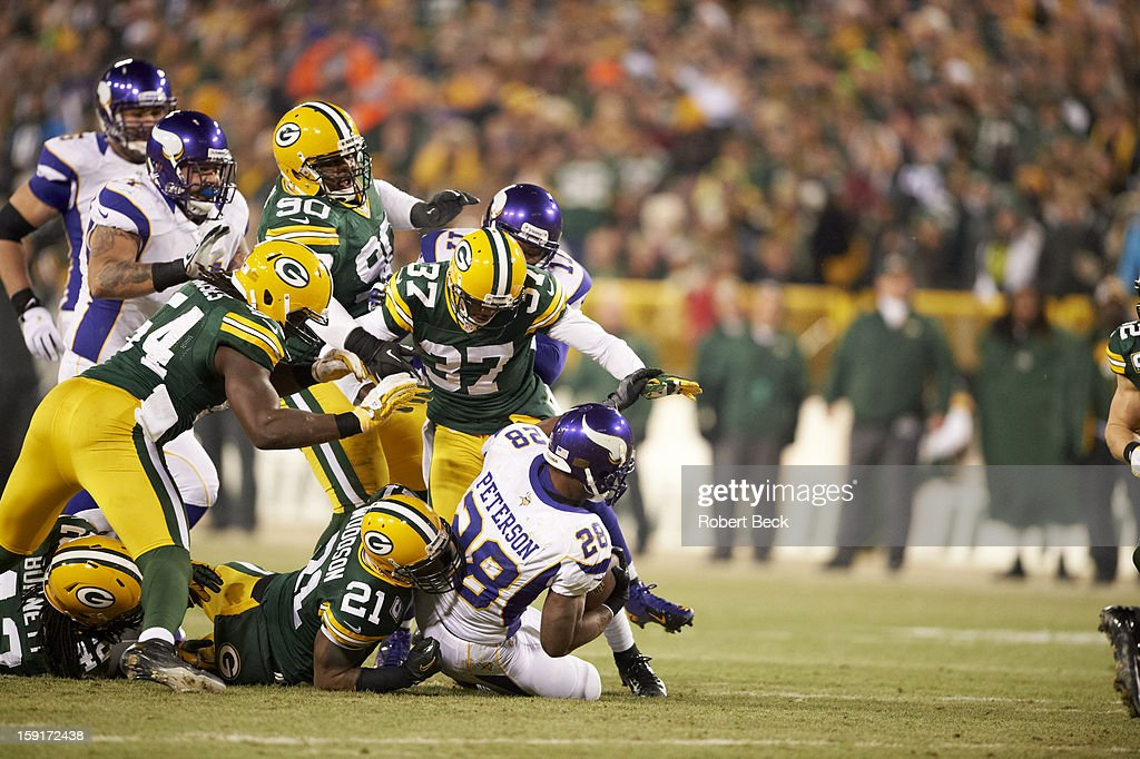 Green Bay Packers Charles Woodson (21) in action, tackle vs Minnesota Vikings Adrian Peterson (28) at Lambeau Field. Robert Beck F34 )