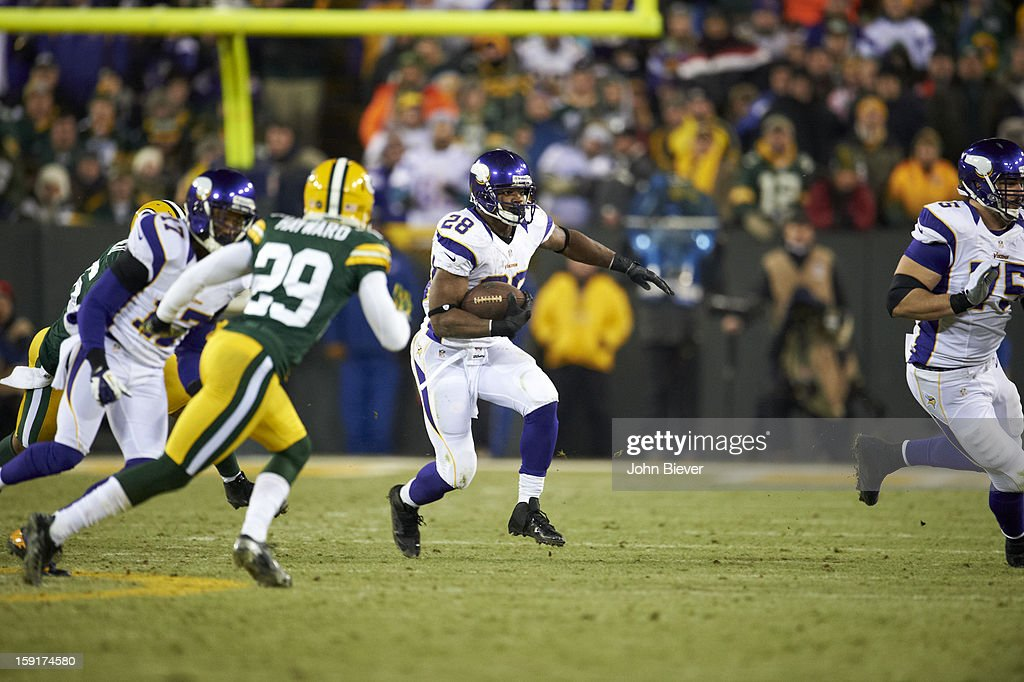 Minnesota Vikings Adrian Peterson (28) in action, rushing vs Green Bay Packers at Lambeau Field. John Biever F155 )