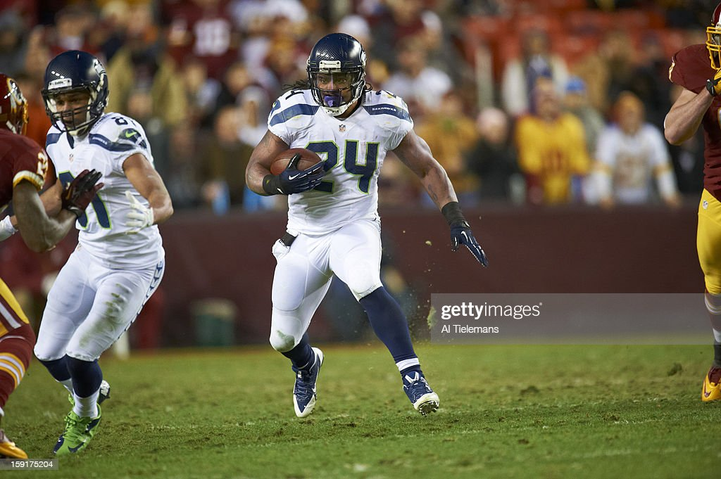 Seattle Seahawks Marshawn Lynch (24) in action, rushing into endzone past four defenders for touchdown during game vs Washington Redskins at FedEx Field. Al Tielemans F216 )
