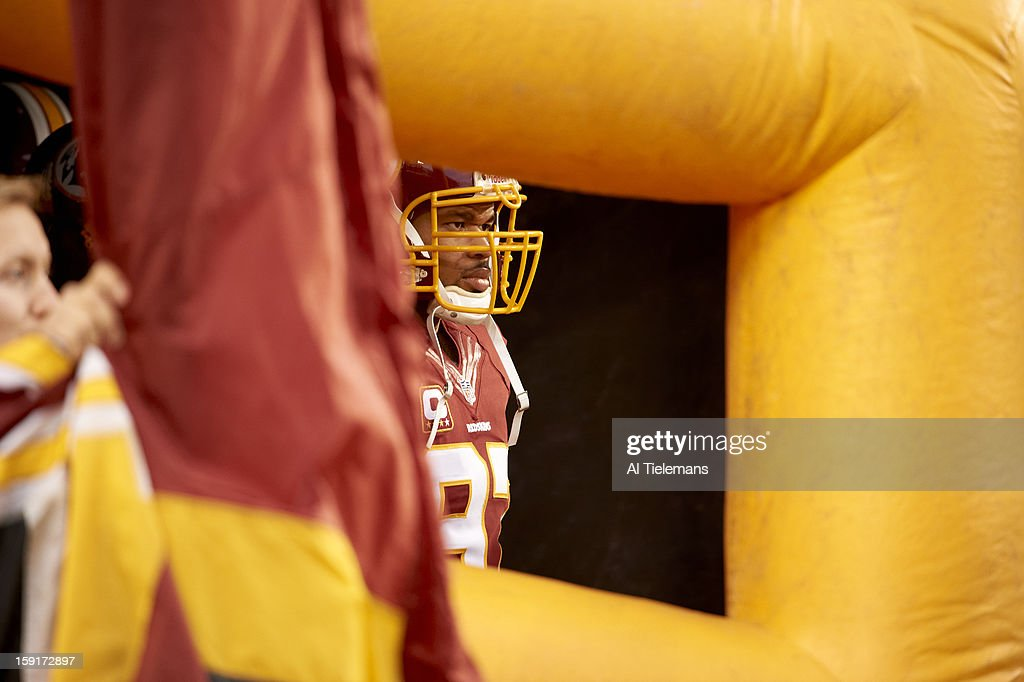 View of Washington Redskins Lorenzo Alexander (97) before game vs Seattle Seahawks at FedEx Field. Al Tielemans F29 )