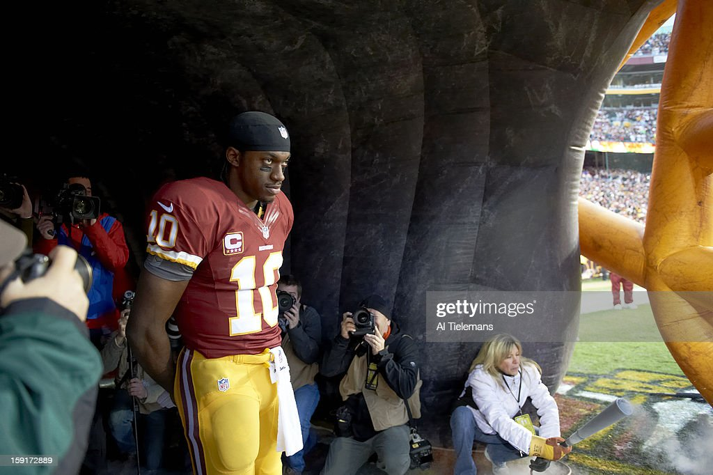 Washington Redskins QB Robert Griffin III (10) in tunnel during player introductions before game vs Seattle Seahawks at FedEx Field. Al Tielemans F19 )