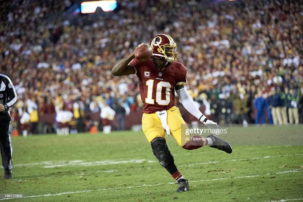 Washington Redskins QB Robert Griffin III (10) in action vs Seattle Seahawks at FedEx Field. Al Tielemans F238 )