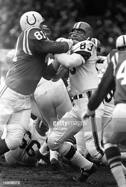 NFL Championship Cleveland Browns Johnny Brewer in action vs Baltimore Colts Ordell Braase at Cleveland Municipal Stadium Cleveland OH CREDIT Neil...