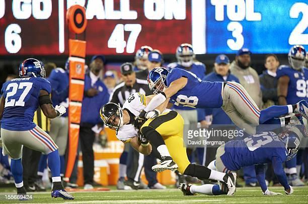 Pittsburgh Steelers Heath Miller in action vs New York Giants Mark Herzlich at MetLife Stadium East Rutherford NJ CREDIT David Bergman