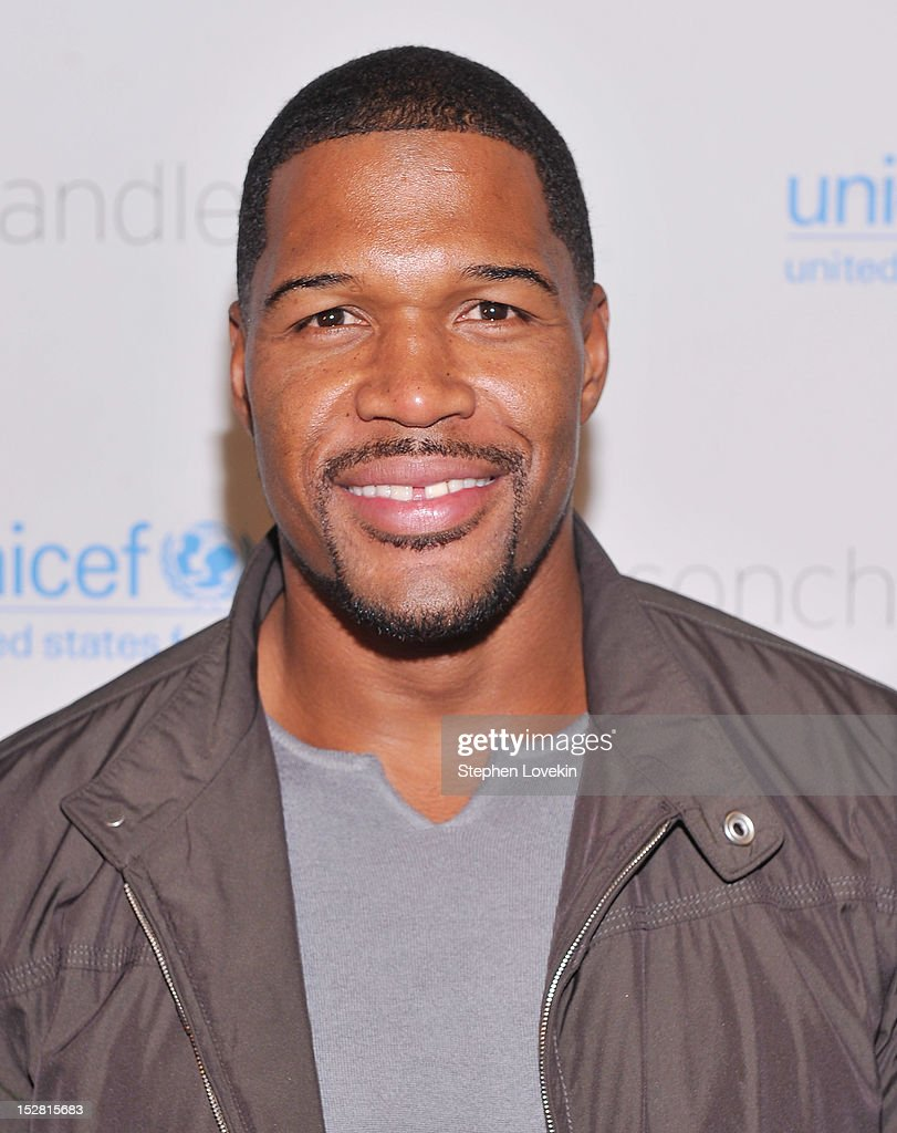 NFL football player <a gi-track='captionPersonalityLinkClicked' href=/galleries/search?phrase=Michael+Strahan&family=editorial&specificpeople=210563 ng-click='$event.stopPropagation()'>Michael Strahan</a> attends the 'A Year In A New York Minute' photo exhibition at Canoe Studios on September 26, 2012 in New York City.