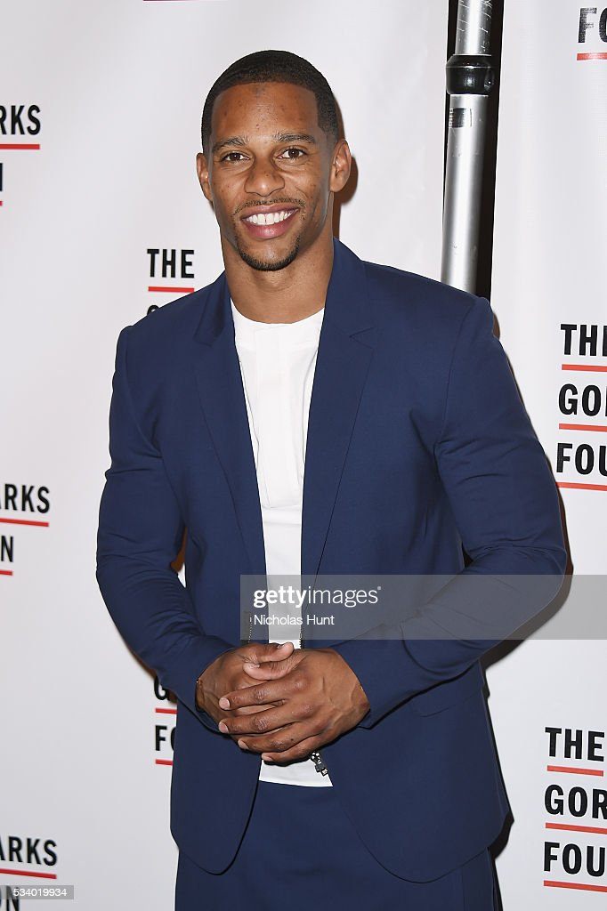 Football player <a gi-track='captionPersonalityLinkClicked' href=/galleries/search?phrase=Victor+Cruz+-+American+Football+Player&family=editorial&specificpeople=8736842 ng-click='$event.stopPropagation()'>Victor Cruz</a> attends the 2016 Gordon Parks Foundation awards dinner at Cipriani 42nd Street on May 24, 2016 in New York City.