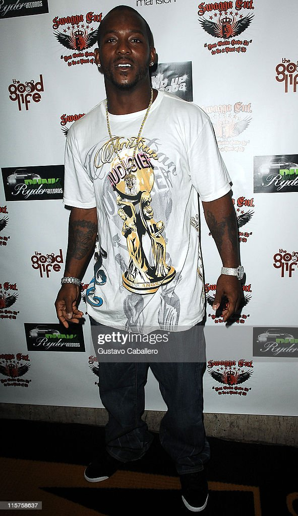 NFL football player <a gi-track='captionPersonalityLinkClicked' href=/galleries/search?phrase=Willis+McGahee&family=editorial&specificpeople=202895 ng-click='$event.stopPropagation()'>Willis McGahee</a> poses at the Swagga Entertainment and Dunk Ryder Records Presents Miami Stand Up 2008 at Mansion nightclub on July 20, 2008 in Miami Beach, Florida.