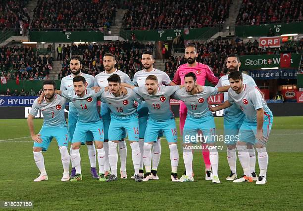 Football players of Turkey's national football team pose for a photograph before the friendly football match between Austria and Turkey at Ernst...