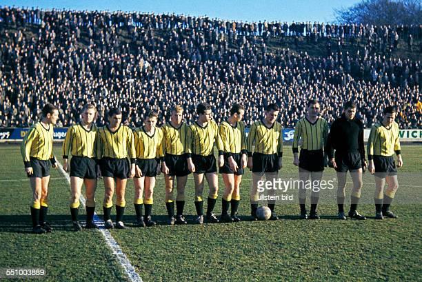 football Regionalliga West 1963/1964 Stadium am Uhlenkrug ETB Schwarz Weiss Essen versus Alemannia Aachen 19 thrashing victory for Aachen team shot...