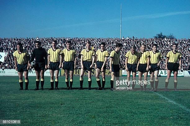 football Regionalliga West 1964/1965 Stadium an der Hafenstrasse Rot Weiss Essen versus Alemannia Aachen 11 team shot Aachen fltr Christian Breuer...