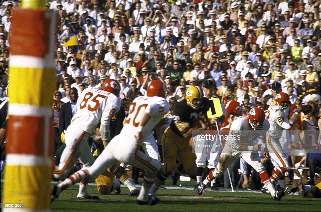Super Bowl I Green Bay Packers Jim Taylor in action rushing vs Kansas City Chiefs Los Angeles CA 1/15/1967 CREDIT James Drake